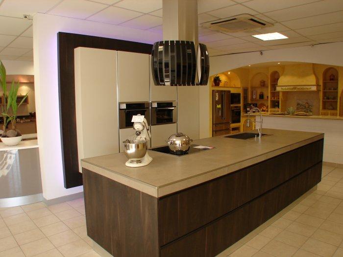 Tendances cuisines tendances cuisines la garde 83 for Vendeur concepteur cuisine